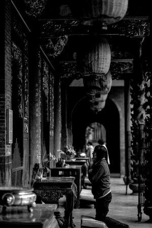 woman praying in Baoan