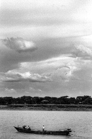 ブラマプトラ川に浮かぶボート