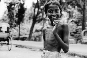 痩せっぽちの男の子の笑顔