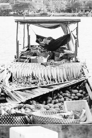 船の上のハンモック