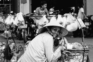 女性の行商人