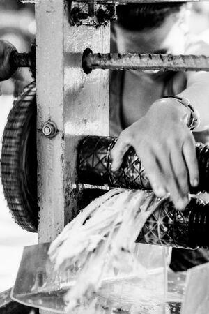 サトウキビの搾り機