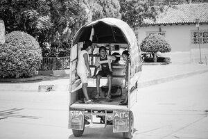 kids on motocarro