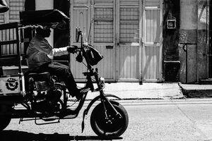 Motocarro running