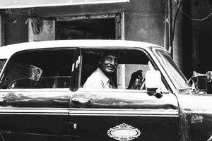 タクシーの中の運転手