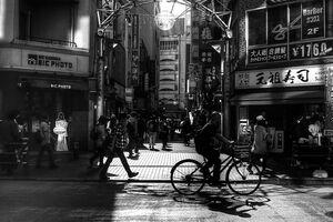 繁華街の中の日溜り