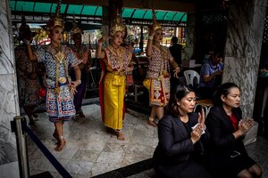 Dedicatory dance in Erawan Shrine
