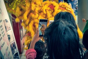 Children taking photos of the fluffy lion