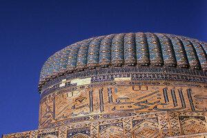 シャーヒズィンダ廟のモスク