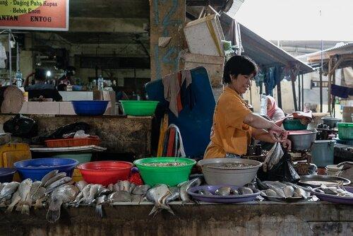 Fishmonger in Kanoman market