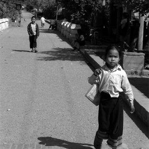 シンというスカートを穿いた女の子