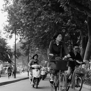 十全街を走る二輪車