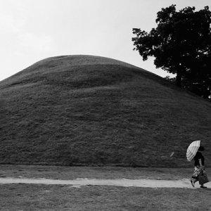 慶州の公園の中にある古墳