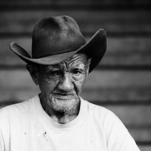 Wrinkle-faced old man with cowboy hat