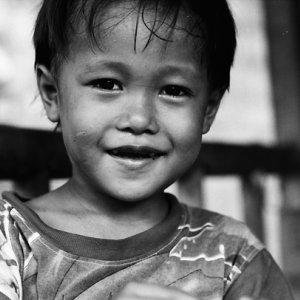 微笑んだ男の子