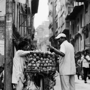 Hawker selling mangoes