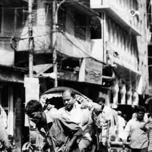 Rickshaw wallah starting to run