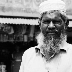 立派な髭を蓄えた男