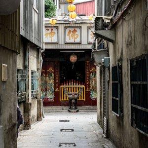 路地の奥にある寺院