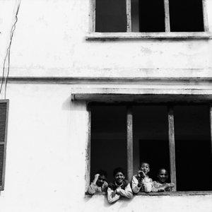 窓辺の男の子たち