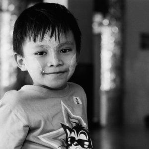 シュエダゴォン・パヤーで遊んでいた男の子