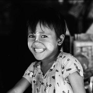 笑う女の子