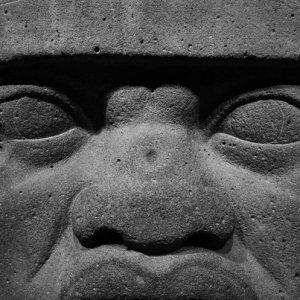 オルメカの巨石人頭像