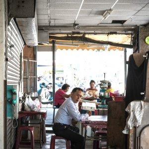 市場の軽食スタンド