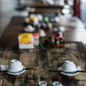 テーブルの上の食器