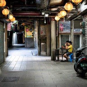 閑散とした市場の通路