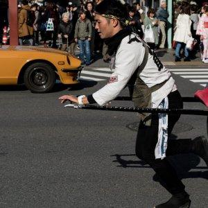 人力車とスーパーカー