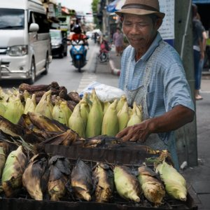 Man selling grilled bananas