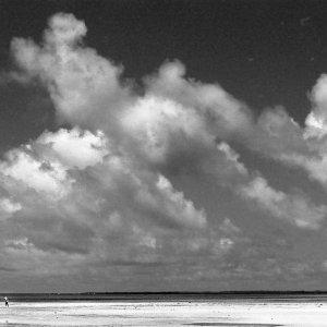 コンドイ浜のふたつの人影