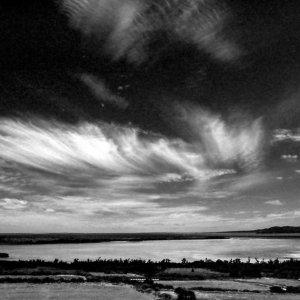 小浜島から見える水平線と流れる雲