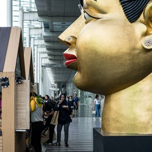 Artwork of Huge head placed in CentralWorld