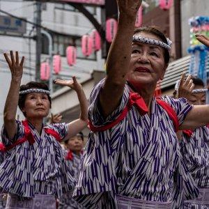 Troop of dancing women