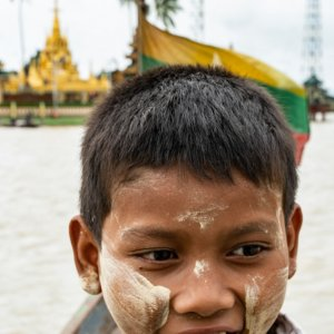 Boy working on boat to Ye Le Pagoda