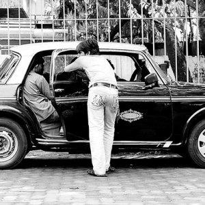 客待ちをしていたタクシー