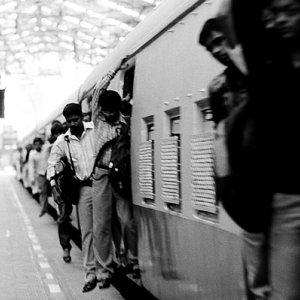 列車から降り始めた乗客