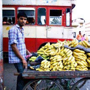 バナナを売る男