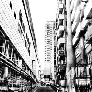 ビルとビルの間の坂