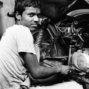 バイクを修理しうる男