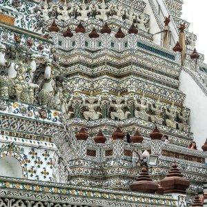 Woman taking photos in Wat Arun