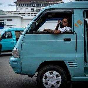 アンコットという乗合タクシーに乗っていた男の鋭い視線