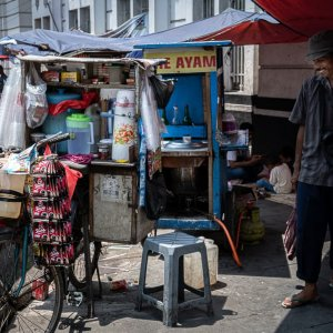 Streetvendor serving instant coffee