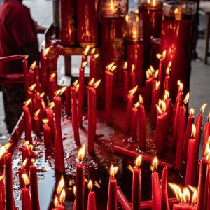Many candles offered in Jin De Yuan