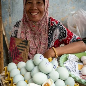 Woman selling boiled eggs in Kanoman market