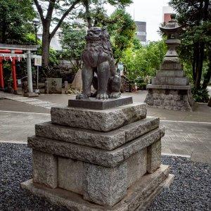 Guardian dog in Hatomori Hachiman Jinja