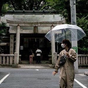 恵比寿神社前の傘