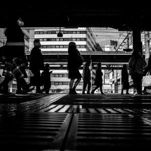 平塚駅のシルエット